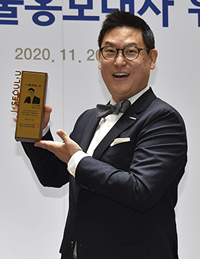 Professor Dennis Hong appointed honorary ambassador of Seoul at the city's announcement ceremony