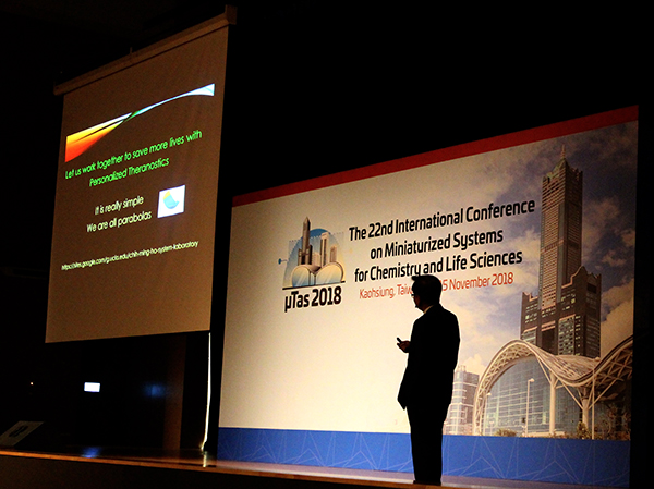 Chih-Ming Ho delivers plenary talk at Micro TAS