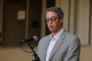 Professor Jeff Eldredge speaks at the vigil for Professor William Klug, June 3, 2016.